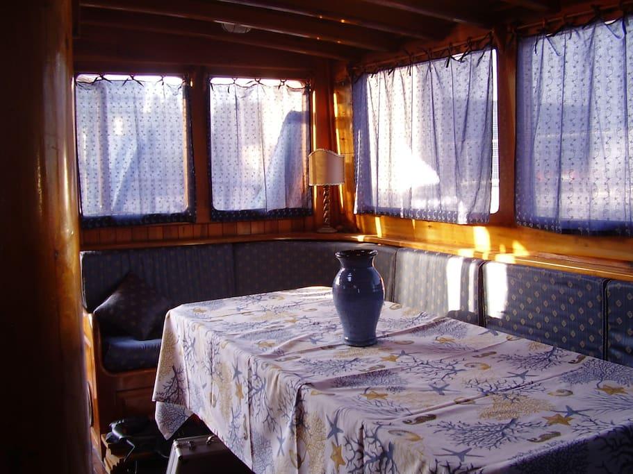 Guletta, breakfast salon;