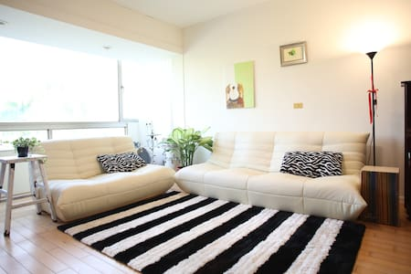 Simple Life , Color Life , Best Life  Nice apartment next to MRT XI-HU 2mis by foot  you can conect where you want to visit in taipei city very easy !