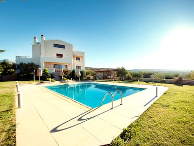 luxurious villa with private pool! - Huis