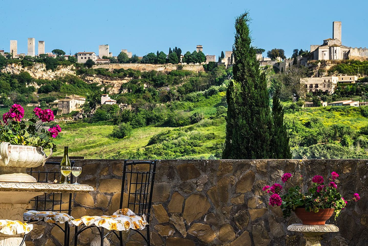 The panoramic view from the garden terrace and the superior rooms at Residenza i Tre Portali Tarquinia