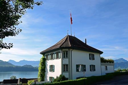 Jagd-Schloss**** - Merlischachen - Bed & Breakfast