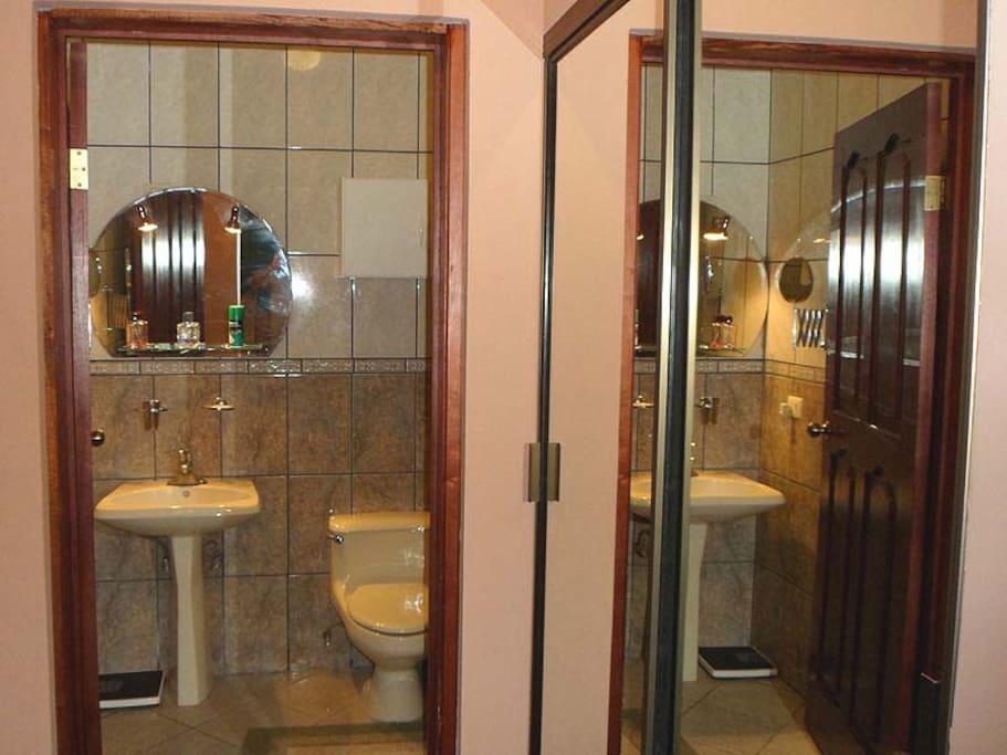 Room w/bath in center of San Jose