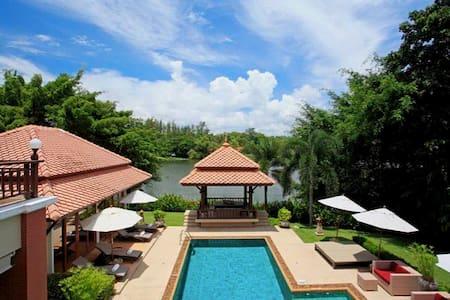 5 bedroom villa in Laguna complex - Villa