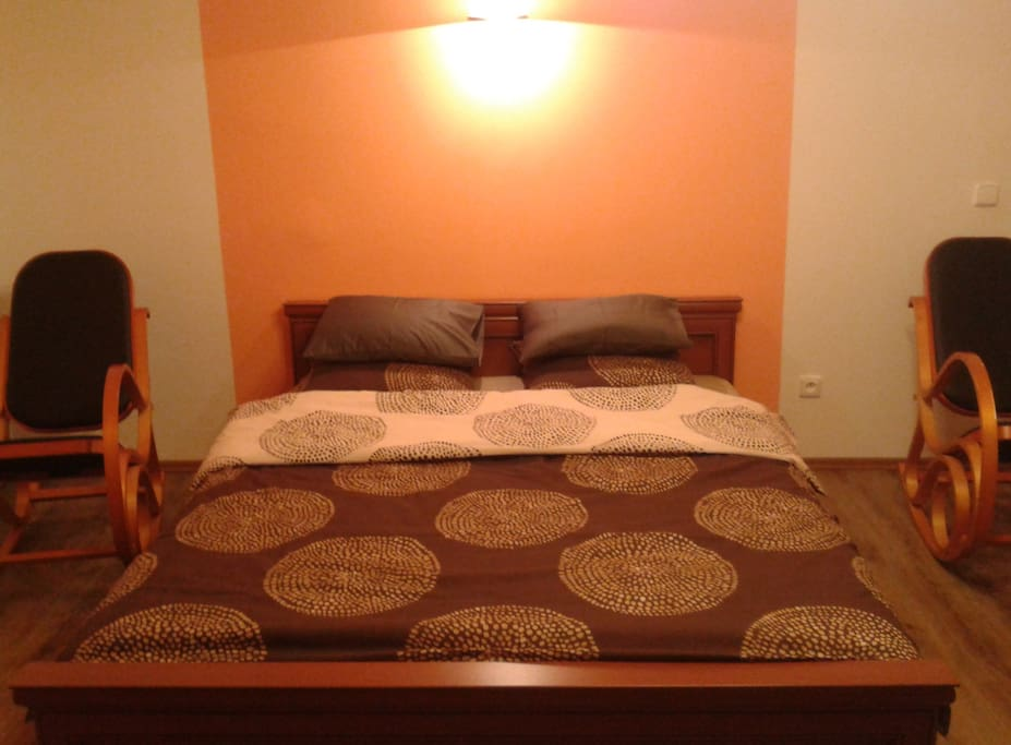 Спальня, с супружеской кроватью