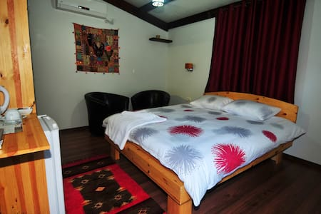 Spacious private room with bathroom - Nazaret - Bed & Breakfast