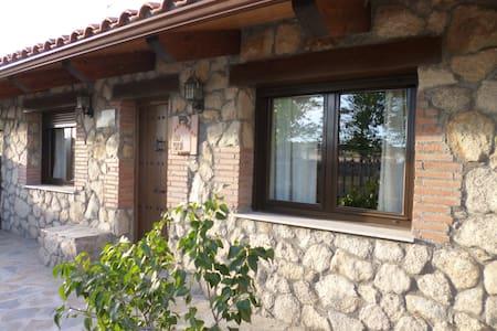 """Casa rural """"Los Cántaros"""" - Zarapicos - Hus"""