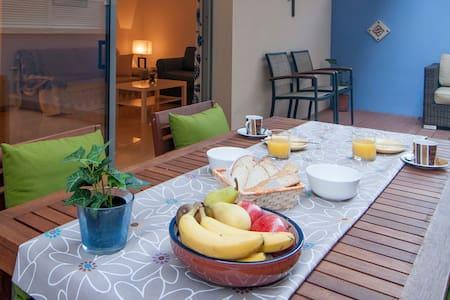 JUAN-1 minute to BEACH-Huge Terrace - Sitges - Apartment
