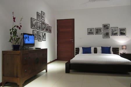 Seaview Room @ Scaramanga Bang Tao Bed&Breakfast - Bed & Breakfast
