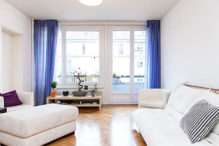 Our spacious apartment with balcony is conveniently located next to public transport and only 5 min from the train station. Feel at home with plenty of closet space, linens, and towels!
