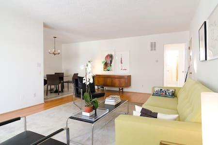 2BD/2BTH Stylish Apt in W Hollywood - West Hollywood - Apartment