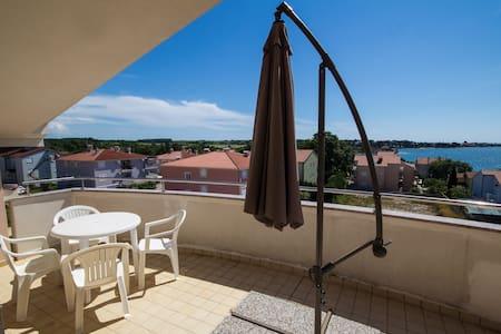 Agrillo Apartment for 4+2 pax, Istra, Novigrad,CRO - Karigador