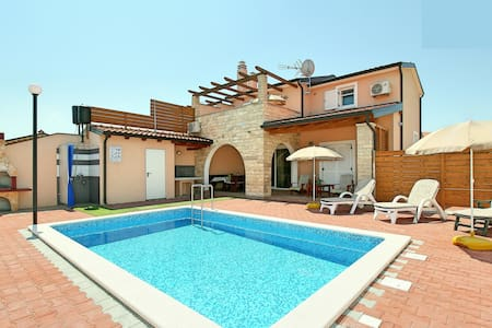 New listing! Villa with a pool for 8 people - Kaštel - Villa