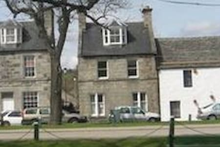 House  - 11 The Square - Sleeps 6 - Grantown-on-Spey - House