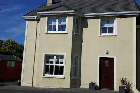 Quiet area within a short stroll of Donegal Town - Casa