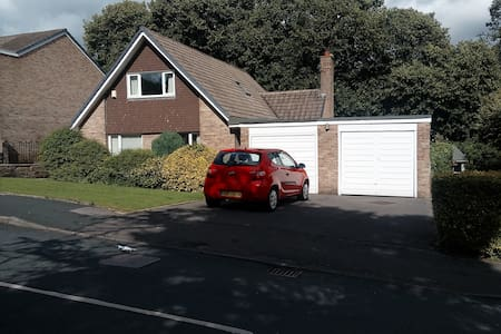Lovely room with private shower - Baildon - Casa