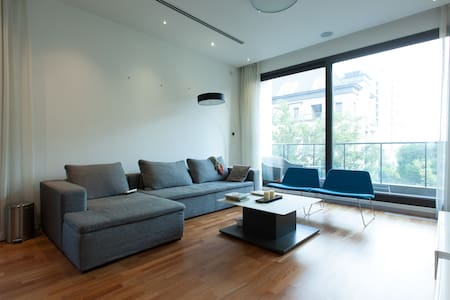 a nice private room for you close to metro line 11 - Villa