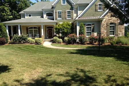 Come relax and stay on Lake Norman! - Mooresville - Bed & Breakfast