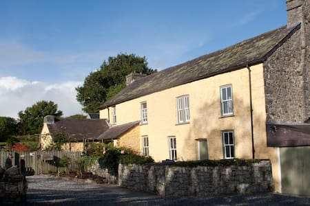 Plas Farmhouse B & B - Bed & Breakfast