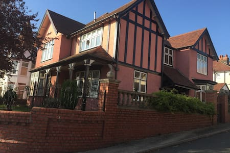 Sunny Single Room in Swansea (SA2) - Uplands