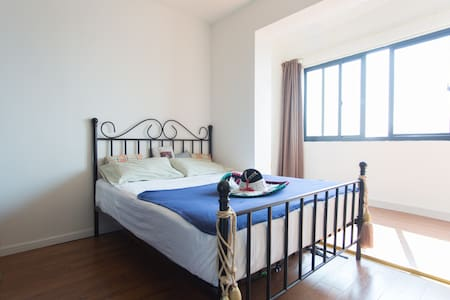Master bedroom in French Concession!!! - Shanghai - Apartment