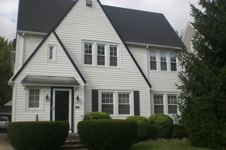 RNC Ready Quiet Suburban Get-Away! - Shaker Heights