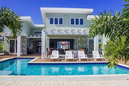 Beatiful Villa  located in the prestigious area of Malmok, only steps away from the beautiful Malmok - Oranjestad