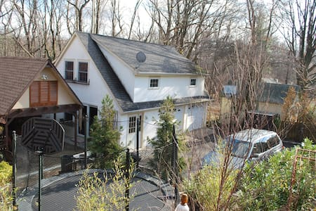 Lovely Carriage House near NYC - Montclair