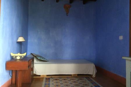Habitación azul en Casa antigua - Rumah