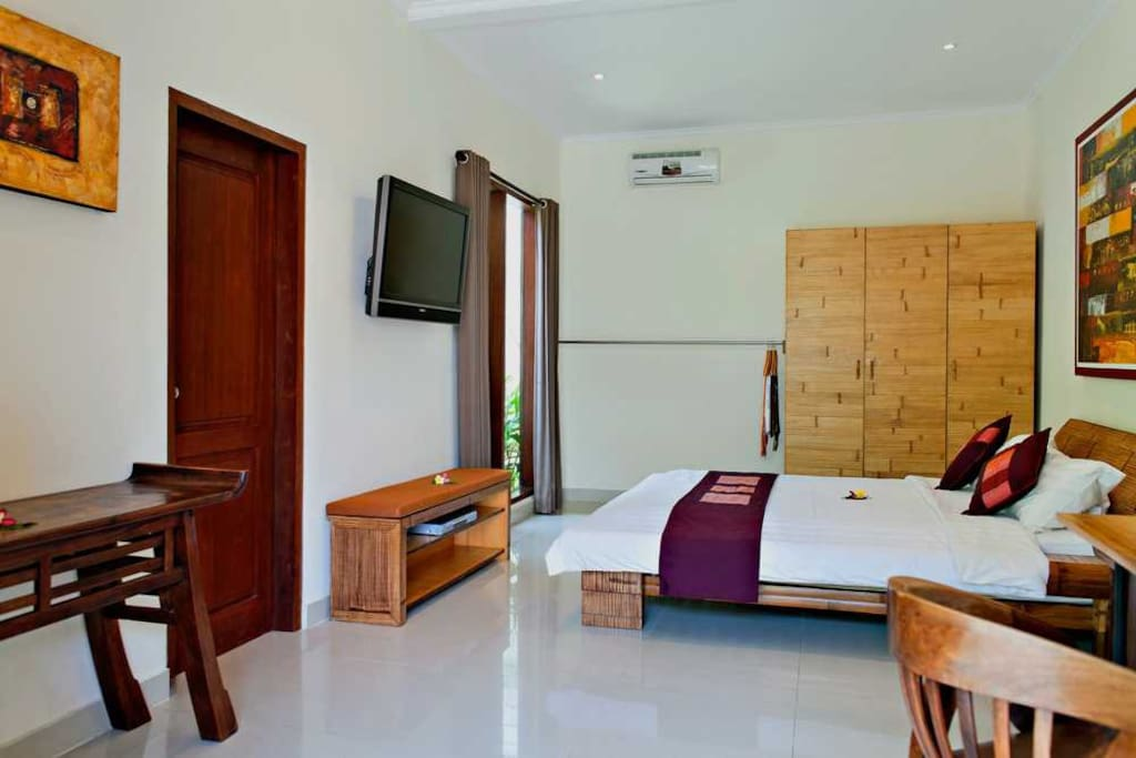 Air Conditioned bedroom with Telekomvision cable TV and Ensuite