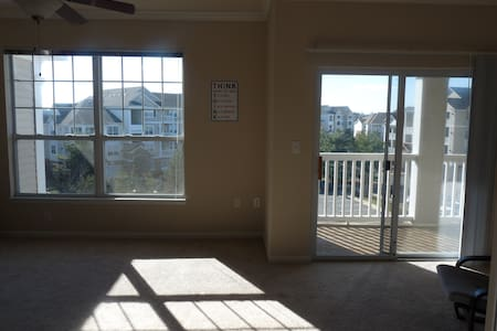 Sunny and secured apartment! - Ashburn - Apartment