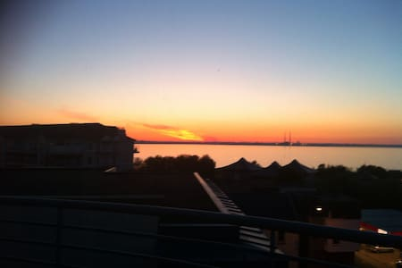 Double room in shared penthouse apartment 100m from sea. Own bathroom with bath and shower. 2 minutes to Monkstown and DART station, only 15 minutes into Dublin city. Large terrace overlooking Dublin Bay and Blue the dog cant wait to meet you!