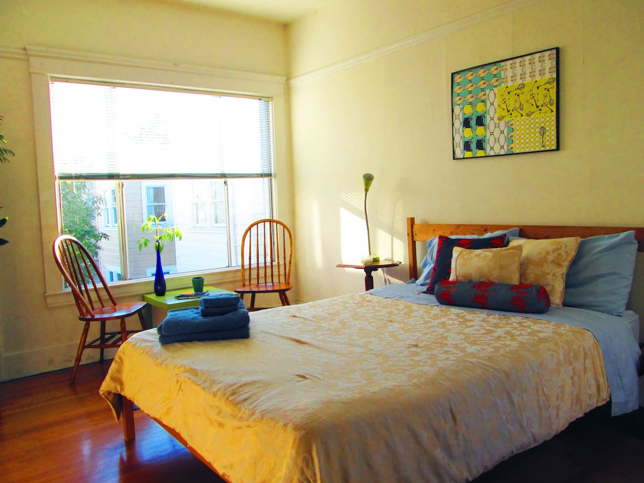 Cozy and sunny spacious room