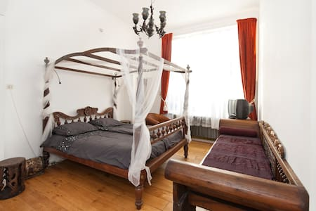 B&B de Oester: de VOC kamer - Bed & Breakfast