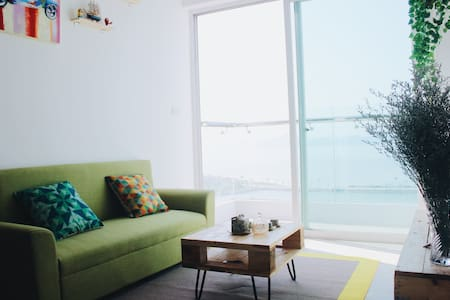 Beach View Modern 2BR Apartment in Halong Bay - Wohnung