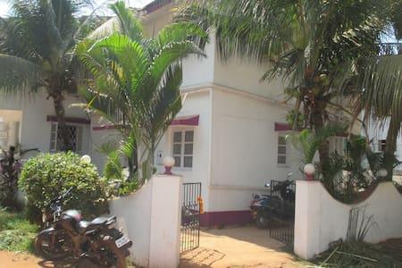 Non AC rooms @ 3 Mins Walk to Baga Beach Goa - Bed & Breakfast