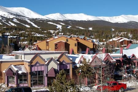 "NEW YEAR'S ""Woods Manor"" StepsToAll - Breckenridge"