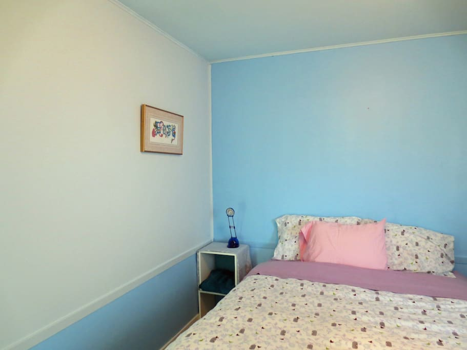 cable tv, chest of drawers, wifi, window with light blocking shutters, quality queen sized bed, immaculately clean