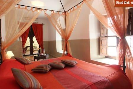 Private Bedroom in Medina B&B/Wifi. - Bed & Breakfast