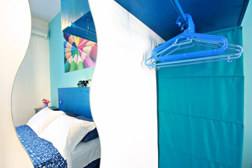 Blue double Room in Rome- free wifi