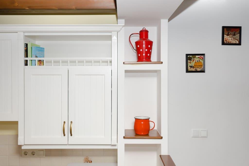 Kitchen decoration - old retro red pots