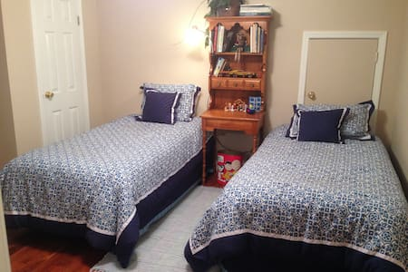 Room for Kids or Roommates - Bed & Breakfast