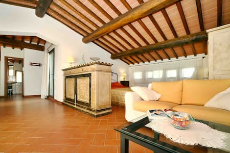 Chianti Penthouse with panoramic View & Pool - San Donato In Poggio - Apartemen