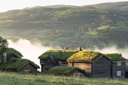 """Fairytale-Farm hotel in Jotunheimen """"Eldhuset"""" - Mökki"""