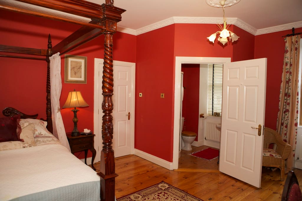 The Red Room, Large room, ensuite, beautifully furnished.