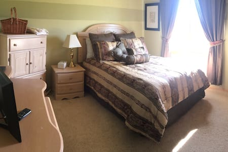 Relaxing Rooms in West Omaha - Omaha - House