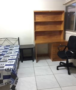 Comfort single room rent cheap - Hus