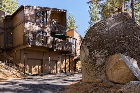 3br- Home, Hot Tub, Wi-Fi, Foosball - Zephyr Cove-Round Hill Village
