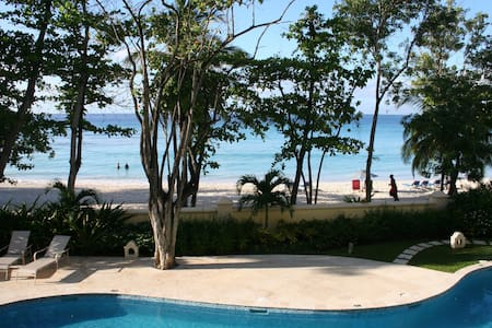 Luxury Beach Front Condo, Sapphire Beach, Barbados - Társasház