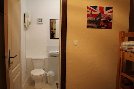 Twin  room with private  bathroom - Pontorson