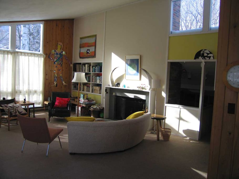 Light-flooded living room with vaulted ceilings and fireplace